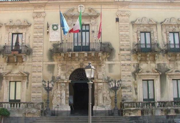 Intervista pubblica a Luciano Modica: ad Acireale il terzo atto della Scuola di Economia Civile